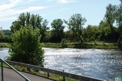 Pohled od vchodu na řeku