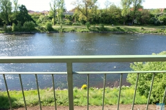 Pohled z terasy pokoje na řeku